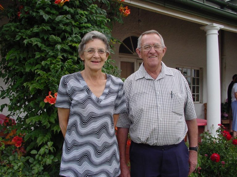 Mike & Elmien Stone (Managers until 1978) in front of Mountain View Country Inn (Photo: 2005)