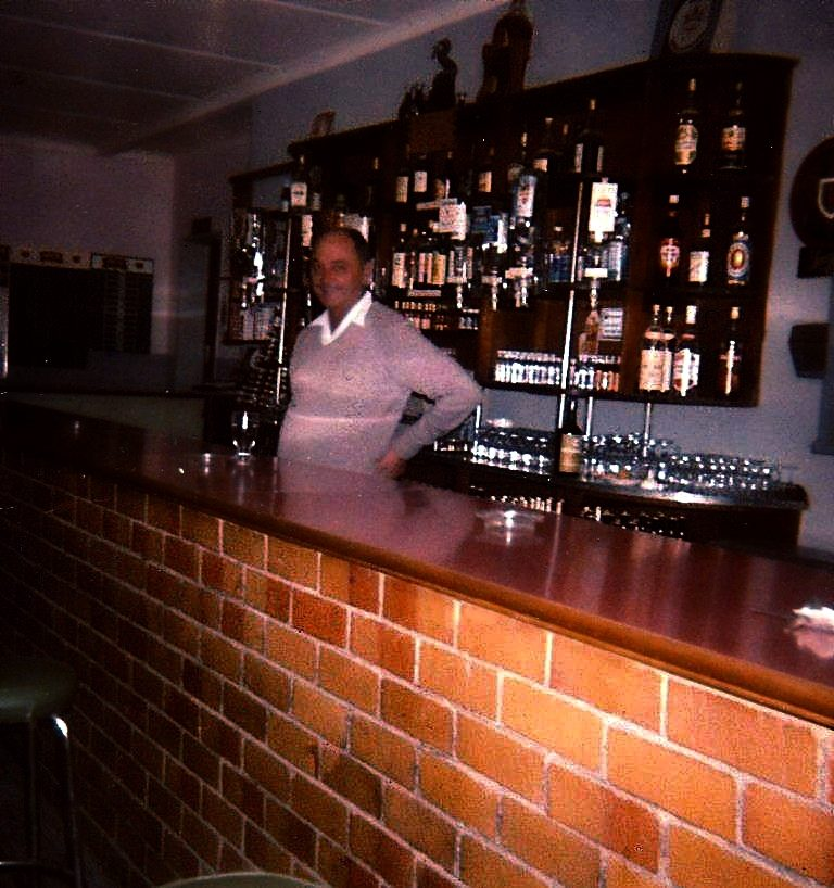Mountain View Hotel Bar, Lady Grey in 1972
