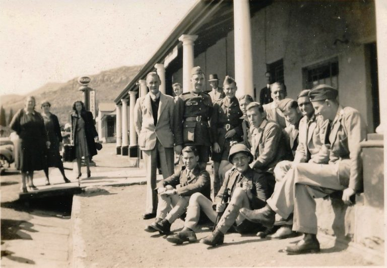 Young men off to war (end 1940) in front of the Commercial Hotel (Mountain View) in Lady Grey